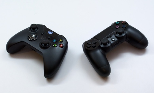 PS4-vs-Xbox-One-1